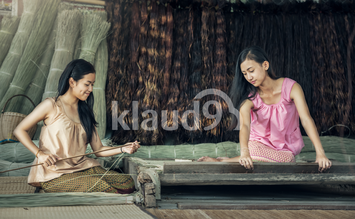 Thai girls working textiles with the papyrus