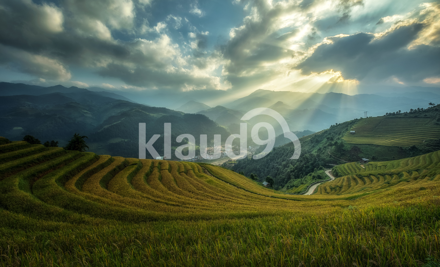 Rice fields on terraces of Mu Cang Chai with beautiful clouds