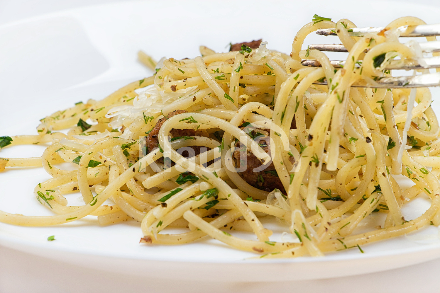 Spaghetti with meat, herbs and cheese