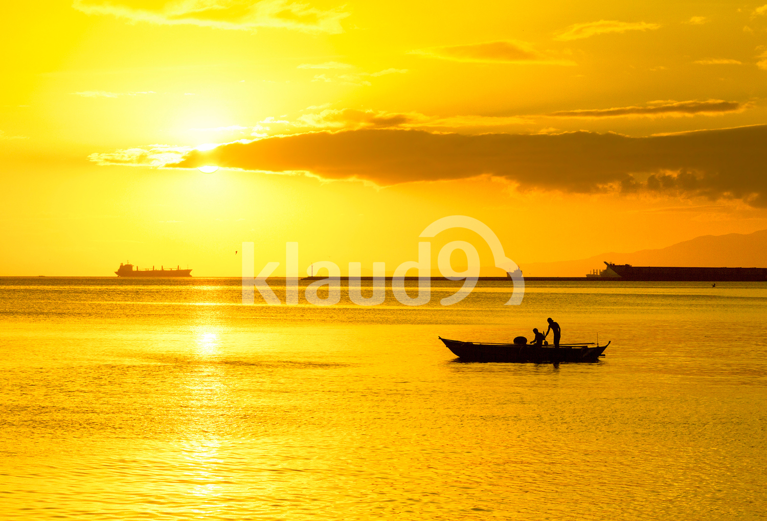 Golden hour in Manila Bay