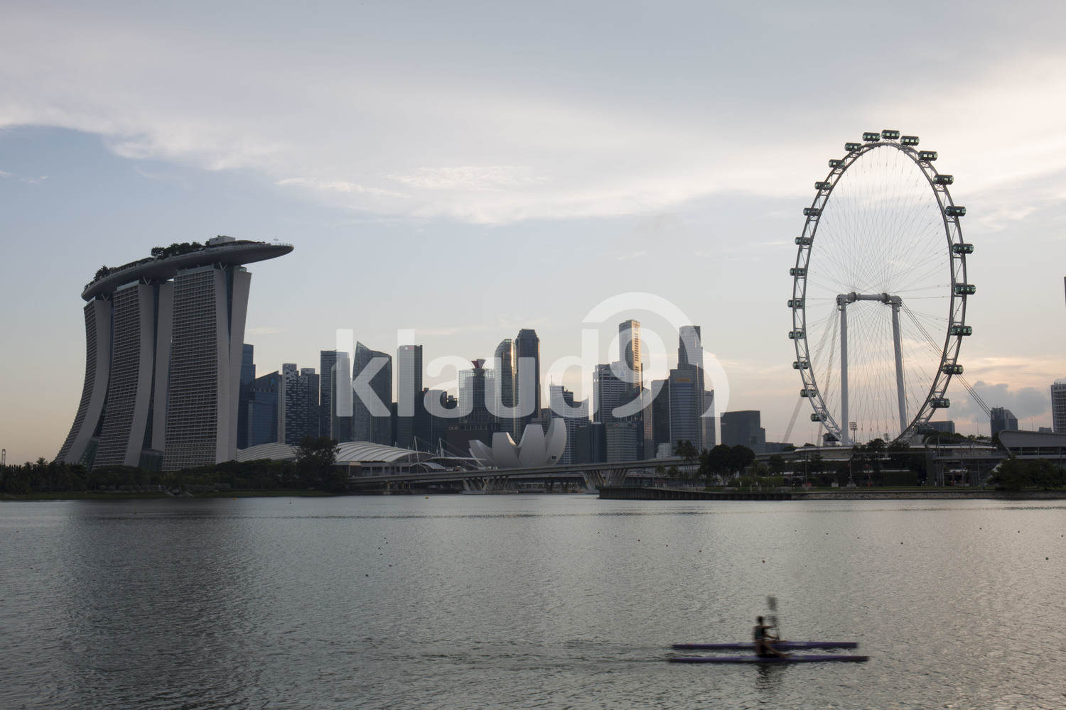 Rowers passing Marina Bay Sands and Singapore Flyer