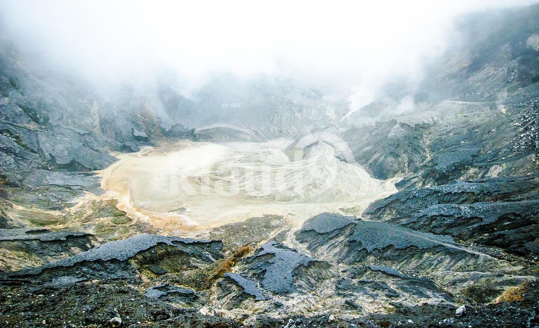 Ratu Crater Tangkuban Perahu
