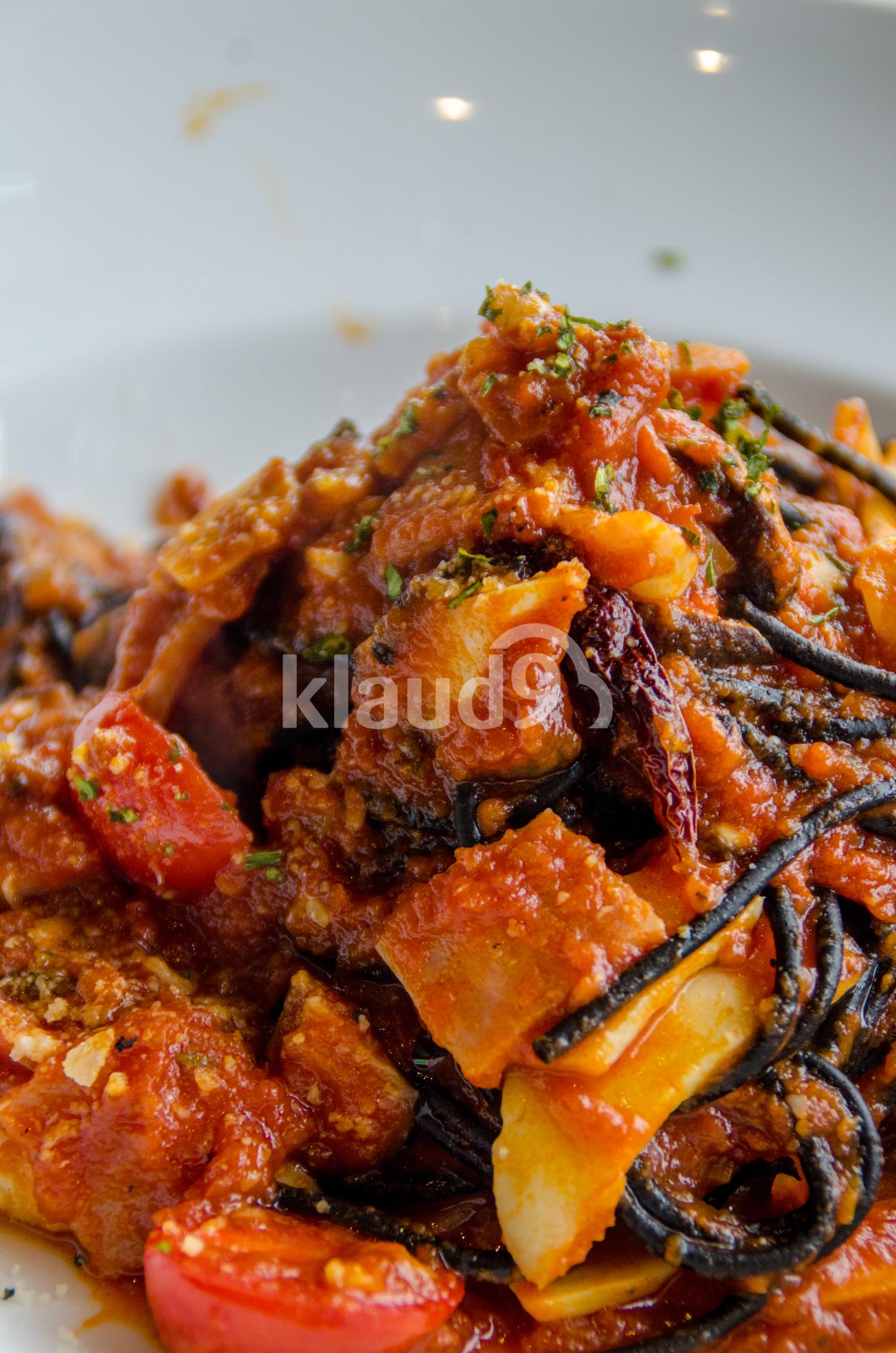 Black spaghetti sauce, chili, seafood
