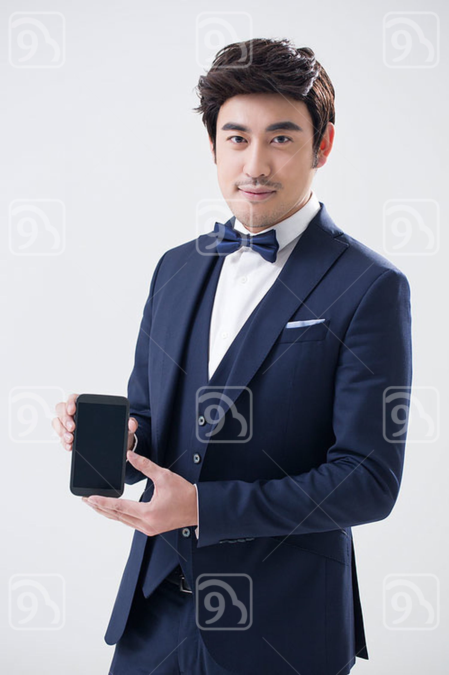 Young Chinese man showing a smart phone