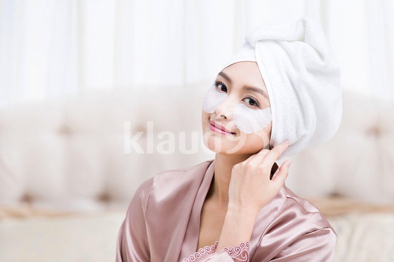 Young Chinese woman wearing facial mask