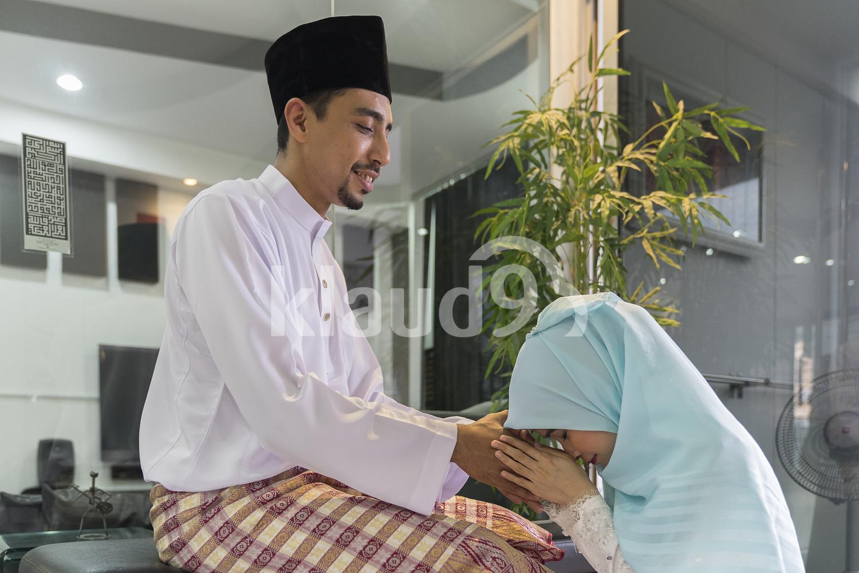 Wife seeking forgiveness from husband as a practice during Hari Raya