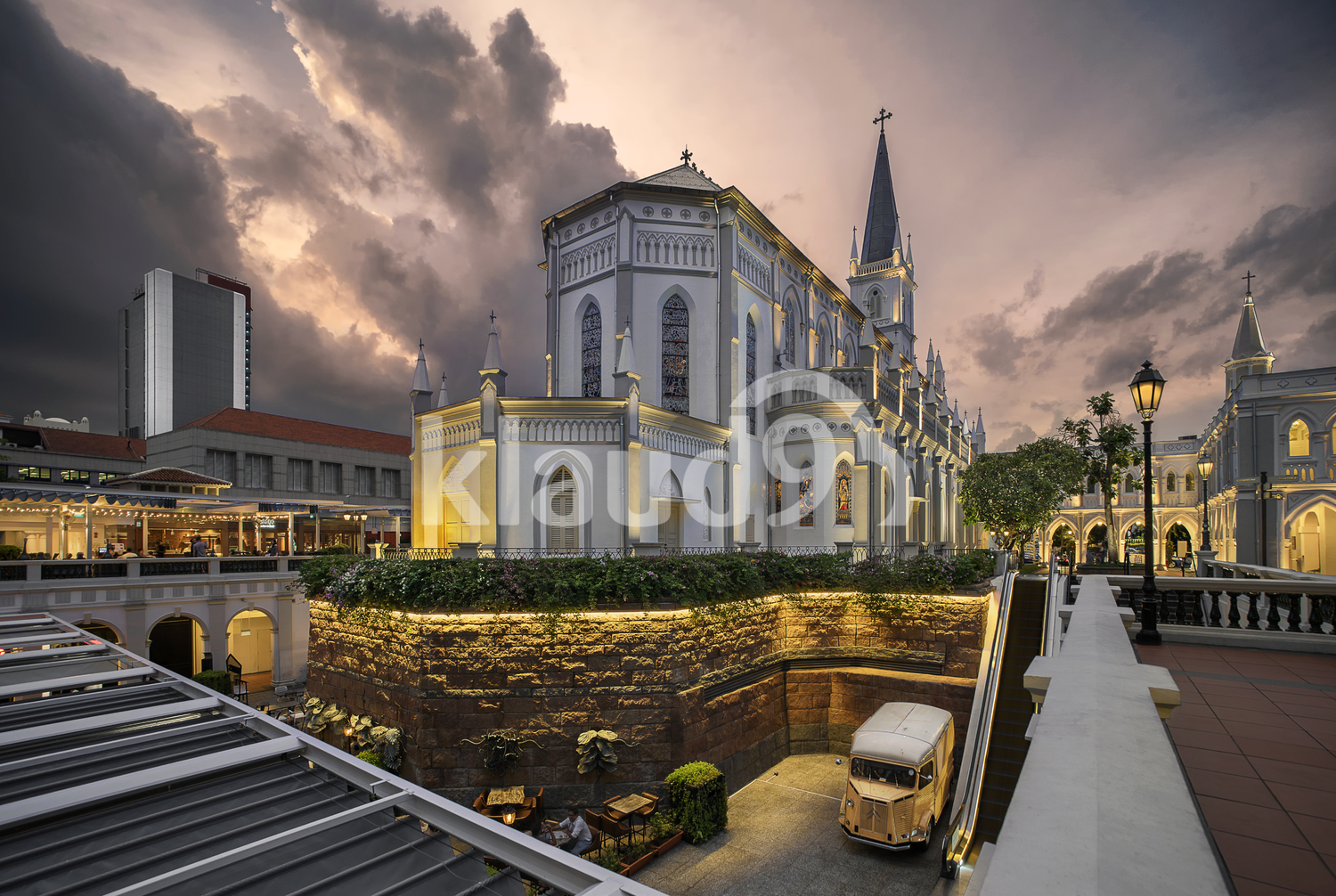 Chijmes in the evening