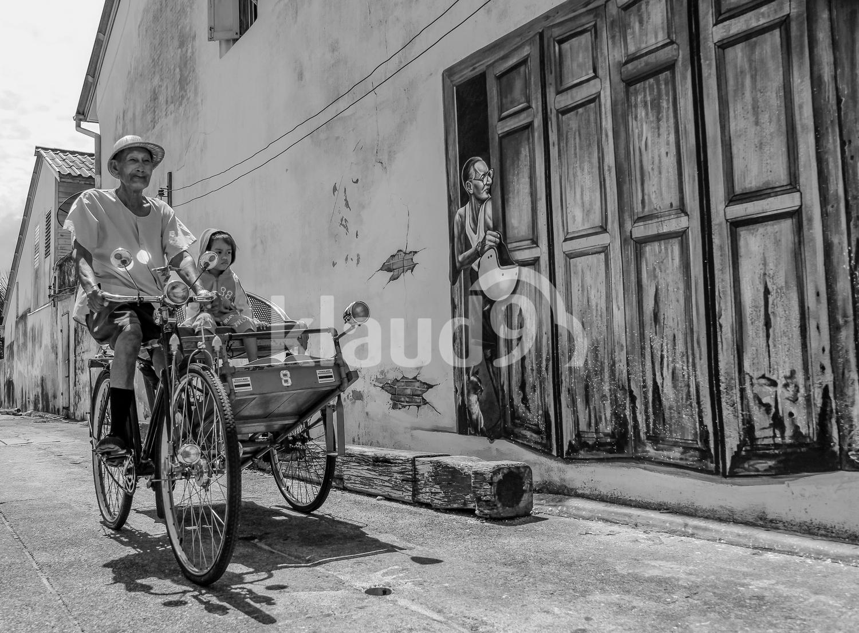 Trishaw rider with grandchildren