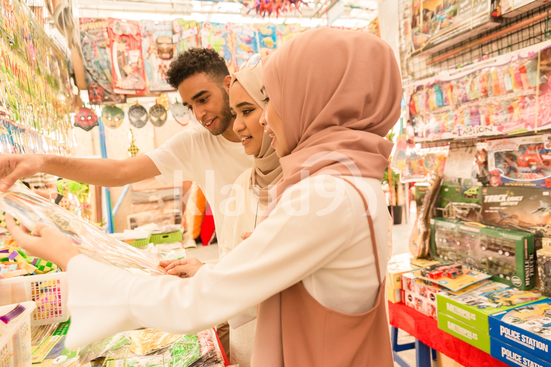Young muslim friends shopping for Hari Raya