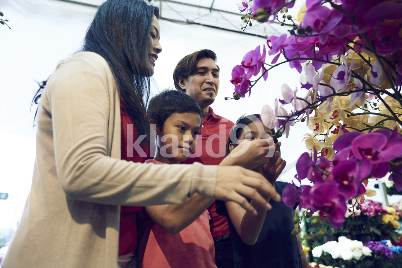 Family shopping for flowers during Hari Raya Bazaar at Geylang, Singapore