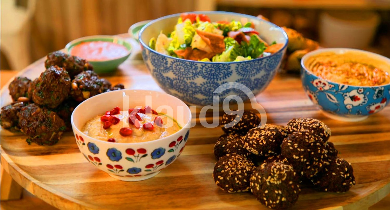 Mixed food bowls