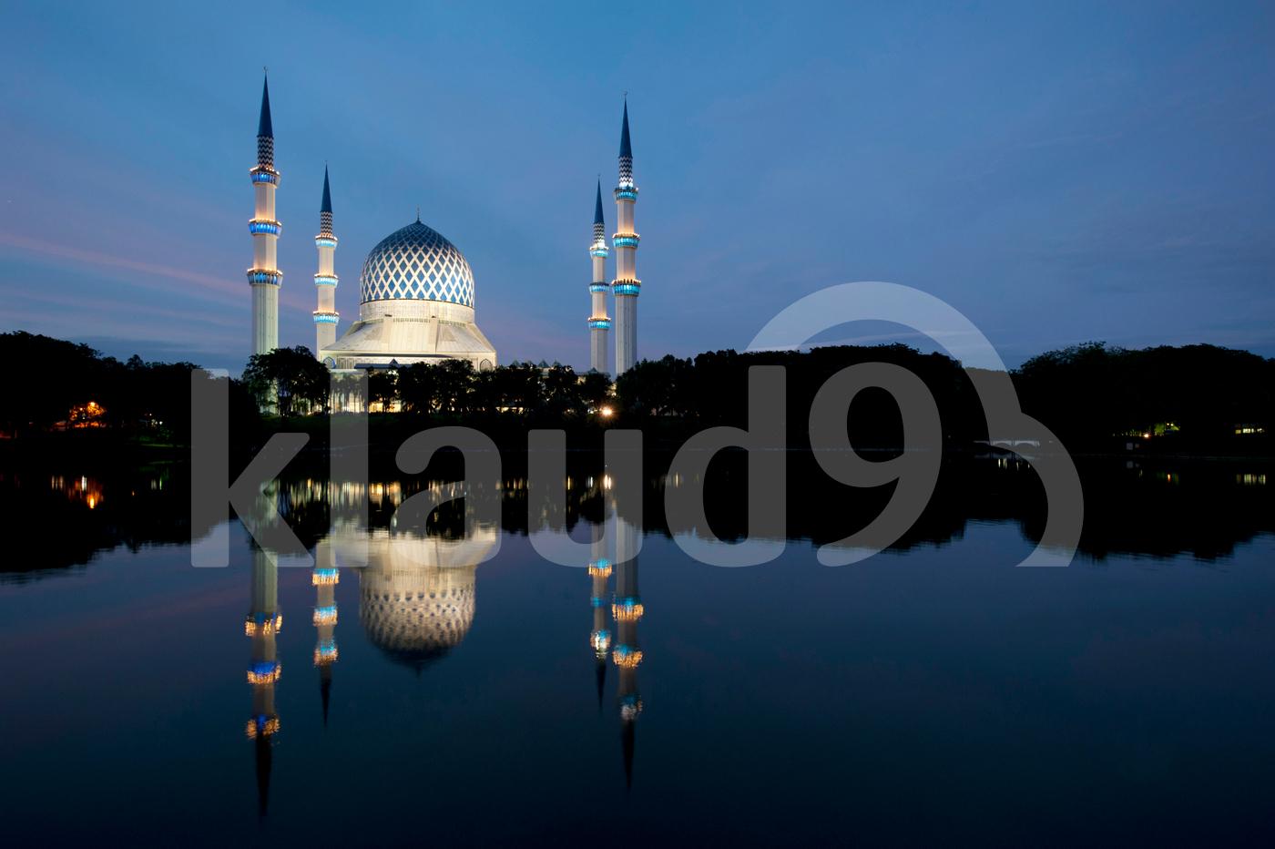 Sultan Salahuddin Abdul Aziz Mosque