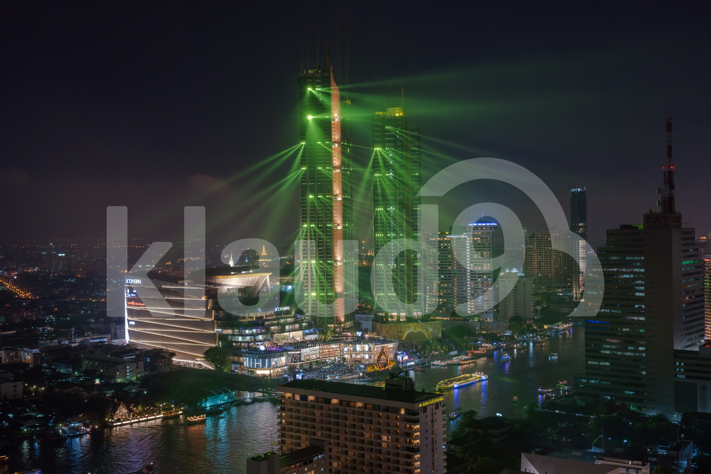 Icon Siam river side department store presenting the light show at the grand opening day